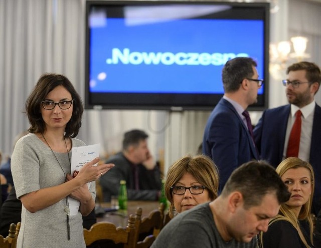 Kamila Gasiuk-Pihowicz uważa, że to nie czas na walkę o własną tożsamość partyjną, ale o doprowadzenie do tego, by odsunąć PiS od władzy. Stąd jej mocne wsparcie klubu PO-KO.