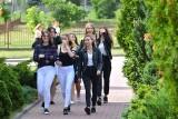 Koniec roku szkolnego 2017/2018. Uczniowie z powiatu kieleckiego odkładają na bok podręczniki i mówią, jak zamierzają spędzić wakacje