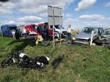 Samochód wjechał w grupę motocyklistów. Jedna osoba nie żyje, wielu rannych