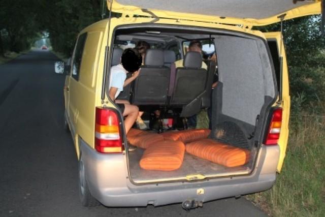 Kaliszanin wiózł w bagażniku grupę nastolatków