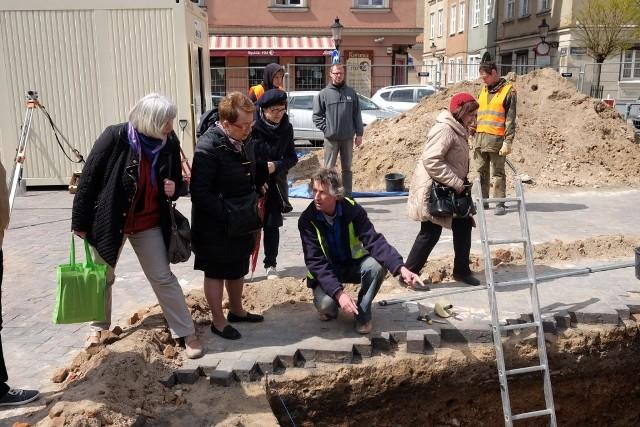 Plac Kolegiacki: Archeolodzy odkryli mur wieży dawnej kolegiaty