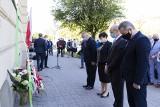 Inowrocław. Tak w Inowrocławiu obchodzono 40-lecie rejestracji Solidarności Rolników Indywidualnych. Tablica na banku. Zdjecia
