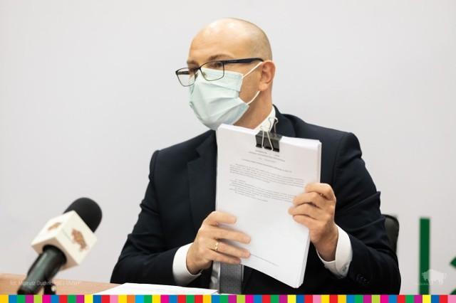 Nie ucinamy żadnych programów - zapewniał marszałek Artur Kosicki