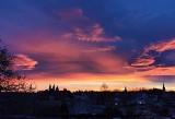 Opolskie niebo. Niezwykłe zjawiska: krwawy i pomarańczowy horyzont, słupy świetlne. Co to oznacza? Zdjęcia internautów