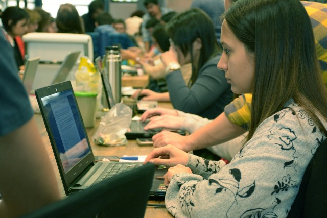 Wniosek o udzielenie kredytu można składać w formie papierowej lub za pośrednictwem systemu teleinformatycznego.