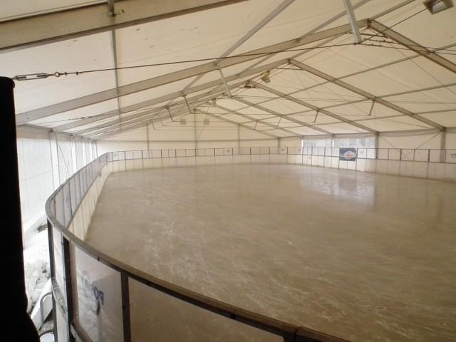W okresie funkcjonowania lodowiska starano się zapewnić łyżwiarzom maksimum bezpieczeństwa