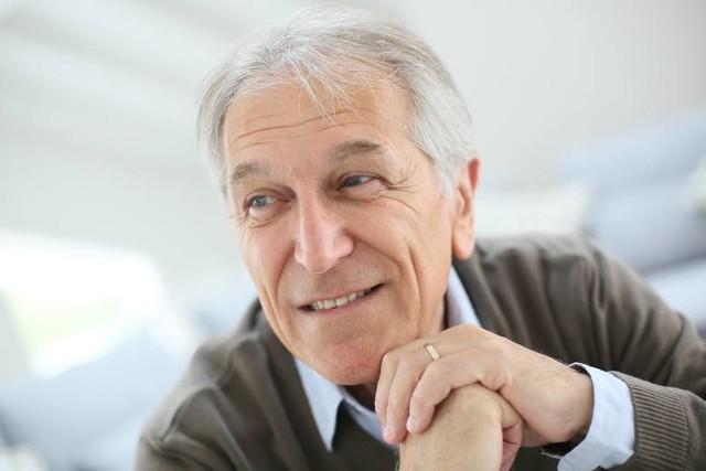 O wskaźnik 4,24 zwaloryzowane zostały emerytury. Co to oznacza dla emerytów i rencistów? Sprawdź w dalszej części galerii, ile emeryci dostają teraz więcej na swoje konta.