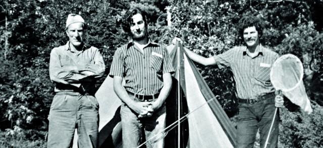 Arkady Fiedler (pierwszy z lewej) z synami Markiem oraz Arkadym w czasie wyprawy do Kanady którą odbyli w latach '70 poprzedniego wieku