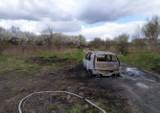 Spalony samochód ze zwęglonym ciałem w środku znaleźli strażacy, którzy pojechali gasić pożar lasu! Tragedia koło Zgierza 27.04.2021