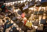 Idą walentynki! Gdzie w Toruniu wiszą kłódki miłości? Znajdziesz swoją? ZDJĘCIA