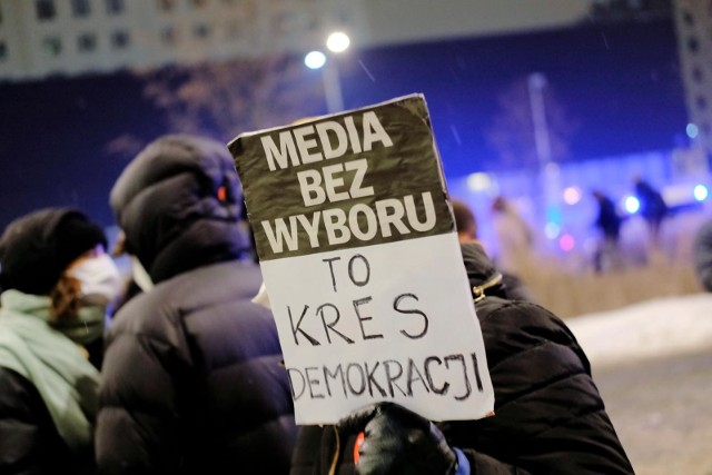 10.02.2021 warszawa media bez wyboru - protest mediow n/z protest w obronie wolnych mediow przed siedzibatvp fot. adam jankowski / polska press