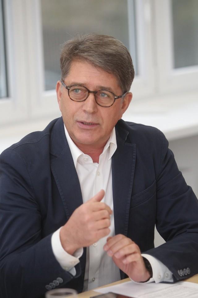 Marek Ruciński z Nowoczesnej jeździ m.in. porsche i jeepem