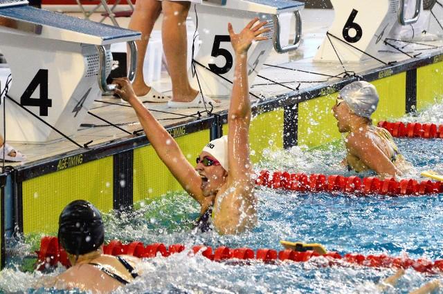 Radość Marty Klimek. Pływaczka Unii Oświęcim w mistrzostwach Polski seniorów zdobyła brązowy medal na 200 m stylem dowolnym oraz trzy kwalifikacje na imprezy międzynarodowe.