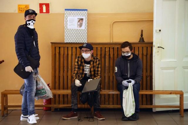 Sondaż: Połowa Polaków nie chce otwarcia szkół przed wakacjami