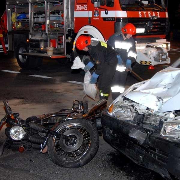 Policja ustala z czyjej winy doszło do wypadku.