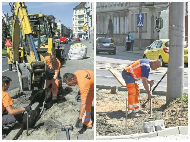 Od wczorajszego poranka wykonawca robót na alei Adama Mickiewicza pracował nad rozbiórką starych krawężników i płyt chodnikowych. Wieczorem drogowcy zerwali stary asfalt. Płyty chodnikowe u zbiegu Nakielskiej i Wrocławskiej zostały już zdemontowane. Robotnicy pracują także nad nawierzchnią