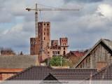 Zamek w Stobnicy już z kilkudziesięciometrową wieżą. Moloch góruje nad Puszczą Notecką. Tak wygląda w 2019 roku! [ZDJĘCIA]