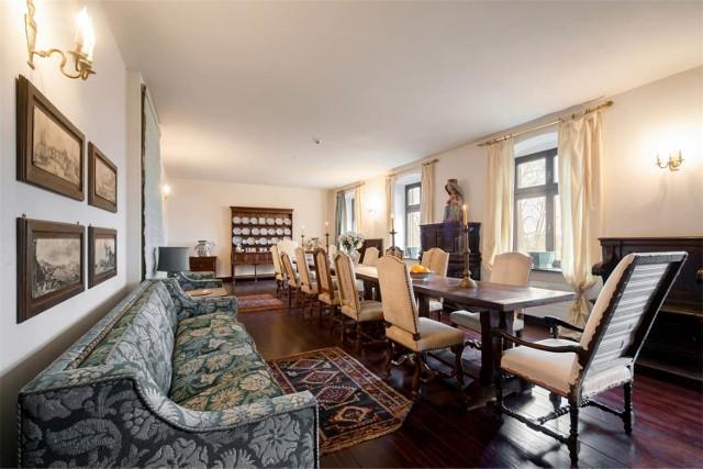 Rezydencja Barbary Piaseckiej-Johnson wystawiona na sprzedaż