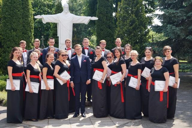 Pamiątkowe zdjęcie grudziądzkich chórzystów z Litwy