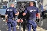 W Świeciu ratownicy nie dawali sobie rady, pijany 26-latek rzucił się na policjantów
