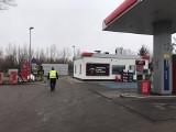 Knyszyn. Rozszczelnienie zbiornika gazowego na stacji Orlen. Droga wojewódzka była zablokowana