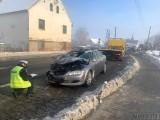 Sidzina. Mazda zderzyła się ciężarówką na trasie Nysa-Opole. Kierowca samochodu przewieziony do szpitala