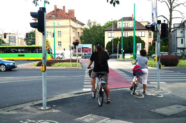 """Trasa rowerowa na ulicy Grunwaldzkiej w Poznaniu pozwoli na lepsze i bezpieczniejsze przemieszczanie się z kierunku południowo-zachodniego Poznania do ścisłego centrum. Dodatkowo ścieżka na Grunwaldzkiej wpisuje się w """"Program Rowerowy Miasta Poznania 2017-2022 z perspektywą do roku 2025"""". Kiedy cała droga rowerowa na ulicy Grunwaldzkiej w Poznaniu będzie gotowa?"""