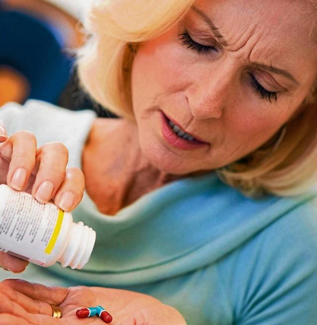 Osoby z problemami kardiologicznymi przygotowując się do wyjazdu na wakacje powinny pamiętać o spisaniu listy wszystkich zażywanych lekarstw. Trzeba ją przechowywać na wszelki wypadek w portfelu