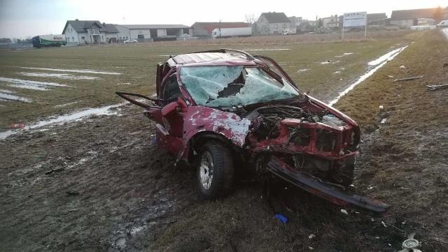 Krotoszyn: Poważny wypadek w Biadkach. Kierowca wyrzucony z auta [ZDJĘCIA]