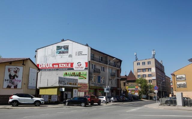 Skrzyżowanie - ulica Aleksandra Fredry.
