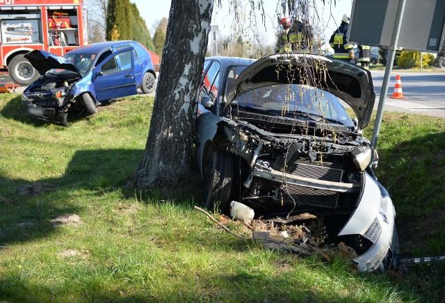 Do zdarzenia doszło w środę około godz. 8.30 w Nizinach koło Przemyśla. Kierująca renault nie zastosowała się do znaku STOP i wjechała na skrzyżowanie doprowadzając do zderzenie z prawidłowo jadącym mężczyzną we fiacie punto. Samochody zatrzymały się poza drogą. W groźnie wyglądającym zdarzeniu nikt nie został ranny. Kobieta z renault została przez policjantów ukarana mandatem. Na miejscu obecne było pogotowie ratunkowe oraz trzy zastępy strażaków z PSP Przemyśl i OSP Niziny.Zobacz też: Wypadek w Zadąbrowiu koło Przemyśla. Dachował pijany kierowca audi A3 [ZDJĘCIA]Wypadek na obwodnicy Przemyśla. Na skrzyżowaniu alei Solidarności z ul. Bystrzyckich zderzyły się dwa samochody. Cztery osoby zostały ranne