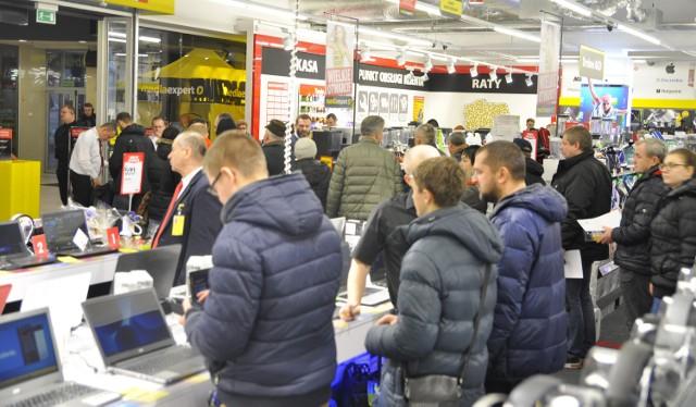 Od godziny 7 rano klienci Media Expert w Outlet Białystok przy ul. Wysockiego 67 mogli liczyć na interesujące obniżki cen.