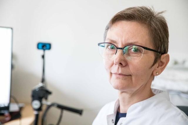 Prof. Joanna Maria Zajkowska z Kliniki Chorób Zakaźnych i Neuroinfekcji UMB podczas dyżuru na żywo dla Kuriera Porannego i Gazety Współczesnej (20.04.2021 r.)