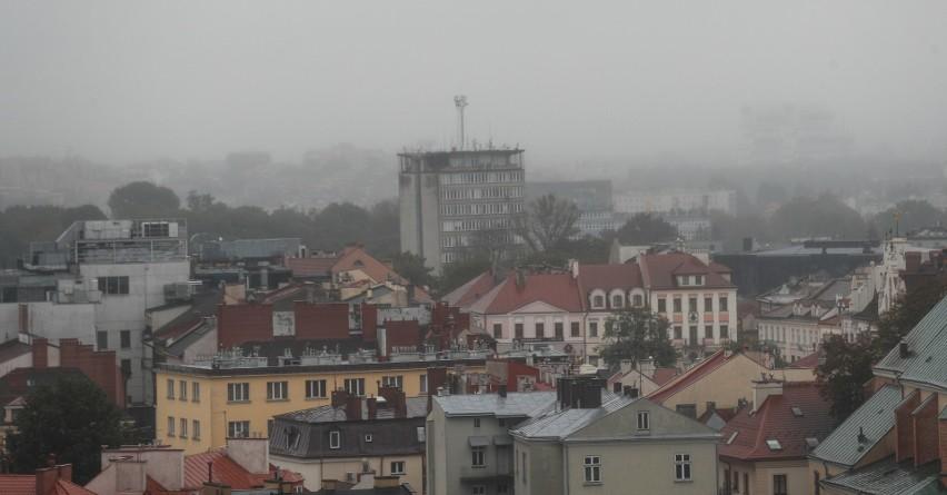 Taki widok w Rzeszowie w okresie jesienno-zimowym to norma.