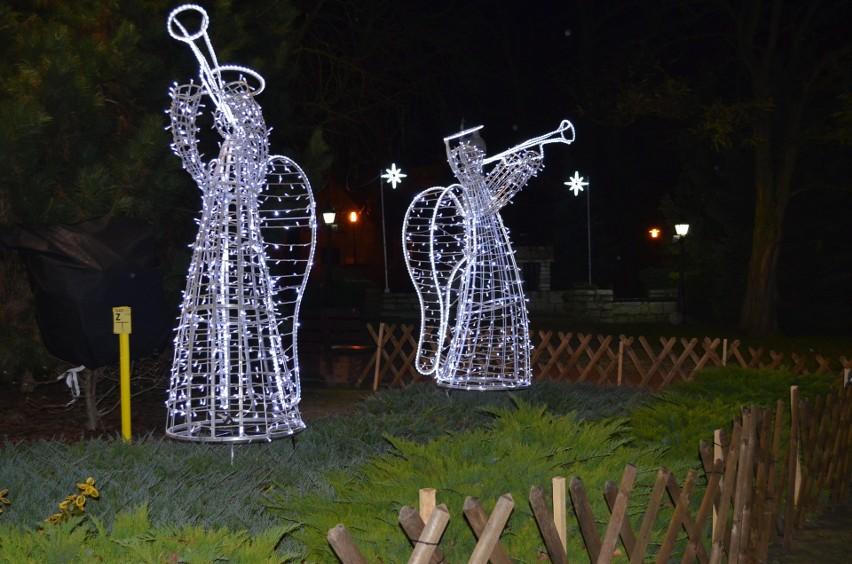 Zwłaszcza wieczorem czuje się magię nadchodzących świąt....