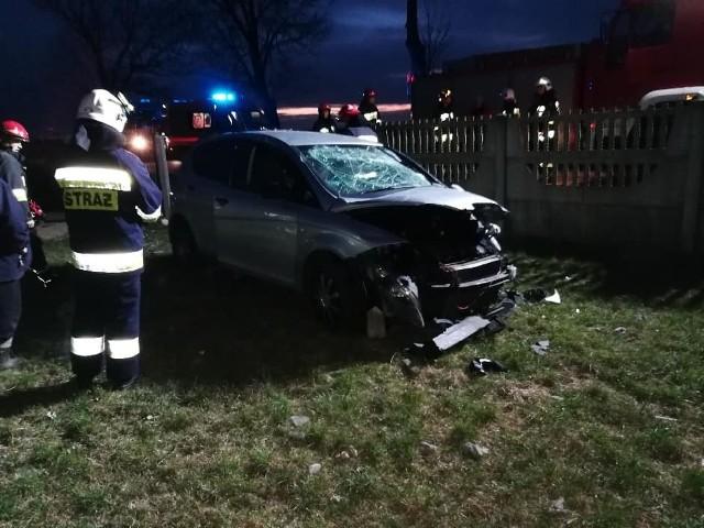 W czwartek około godziny 18. strażacy z OSP Kołaki Kościelne zostali zadysponowani do wypadku w miejscowości Sanie Dąb. Zdjęcia oraz informacje pochodzą z: OSP Kołaki Kościelne