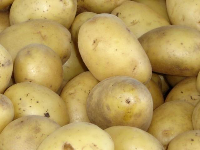 - Ziemniaki gotujemy w mundurkach - radzi autor przepisu.