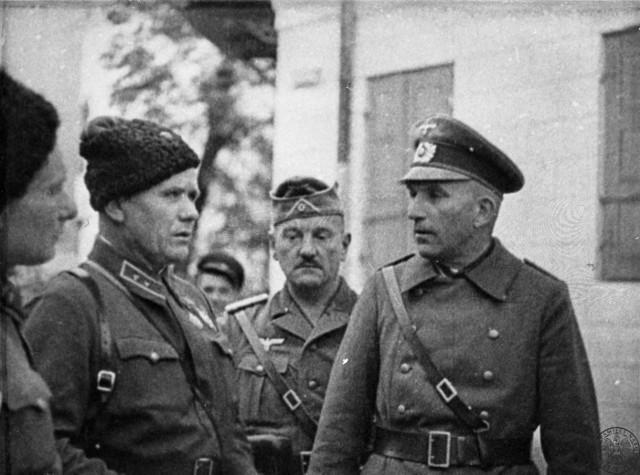 Spotkanie A. I. Jeremienki dowódcy 6. Korpusu Kawalerii Armii Czerwonej z oficerami Wehrmachtu we wrześniu 1939 r. na wschodnich terenach Rzeczypospolitej (IPN)