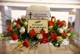 Pogrzeb Krzysztofa Kowalewskiego [ZDJĘCIA] Aktor został pochowany na Starych Powązkach w grobie rodzinnym