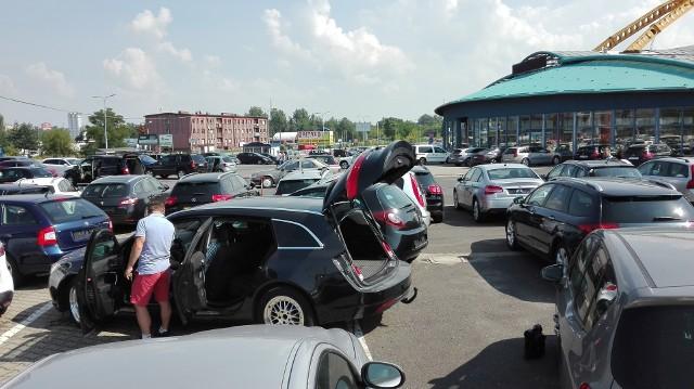 Na giełdzie samochodowej w Mysłowicach mamy szeroki wybór pojazdu. Zobaczcie niektóre z nich, które możemy kupić do 15 tysięcy złotych. Zobacz kolejne zdjęcia. Przesuń zdjęcia w prawo - wciśnij strzałkę lub przycisk NASTĘPNE