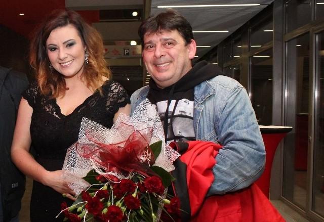 Tak Magdalena Paradziej prezentowała się podczas finału Talentu Świętokrzyskiego. Obok tata, Sławomir.