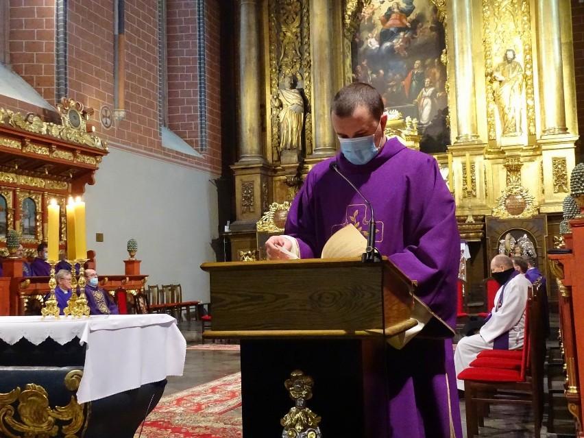 Ksiądz Jan Kujaczyński spoczął na cmentarzu parafialnym w...