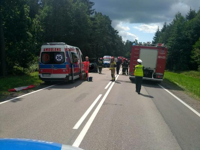 Ciężarówka zderzyła się z volkswagenem golfem. Droga krajowa nr 19 została zablokowana w miejscowości Straż