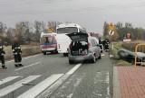 Wypadek na DK81 w Bąkowie. Karambol busa i samochodów osobowych. Trzy osoby zostały ranne, w tym dziecko