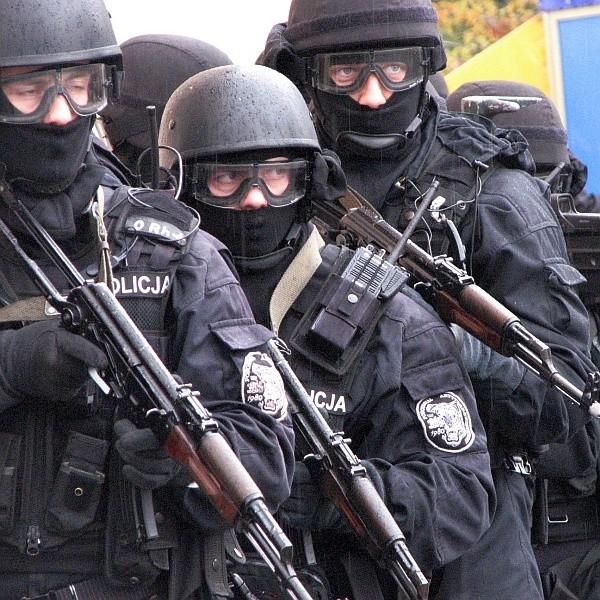 Na dworcu policjanci ćwiczyli skuteczność likwidacji skutków zamachu na obiekt komunikacyjny o ważnym znaczeniu dla obronności państwa.