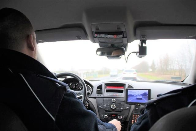 Rozpędzone BMW policjanci zatrzymali w Mrozowie