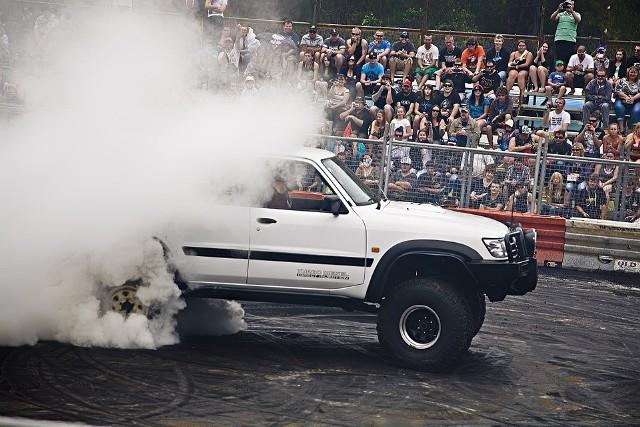 W Białej Podlaskiej - Monster Truck ShowNajlepsi europejscy kaskaderzy i ich wielkie maszyny zaprezentują się na bialskim lotnisku w pokazie będącym połączeniem  elementów pirotechnicznych, świetlnych, kaskaderskich oraz muzycznych.piątek, lotnisko w Białej Podlaskiej, godz. 20.00, bilety 20-30 zł
