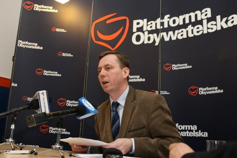 Zbigniew Konwiński na  specjalnie zwołanej konferencji prasowej.
