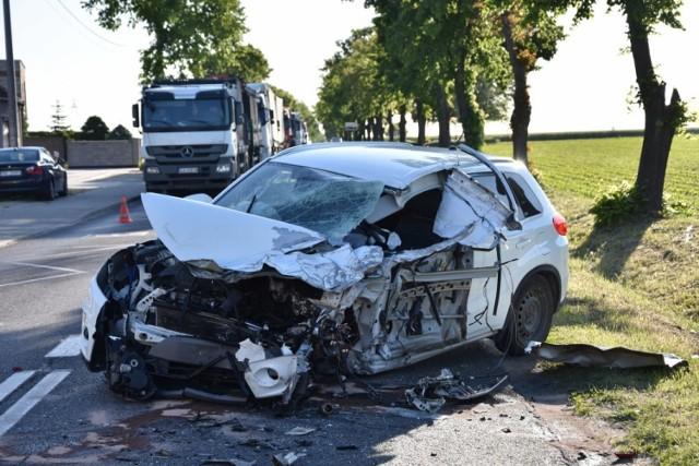 W poniedziałek w miejscowości Wojnowice niedaleko Opalenicy doszło do zderzenia ciężarówki z naczepą, osobówki i samochodu dostawczego. W wypadku jeden z kierowców został ranny. Zobacz więcej zdjęć ----->