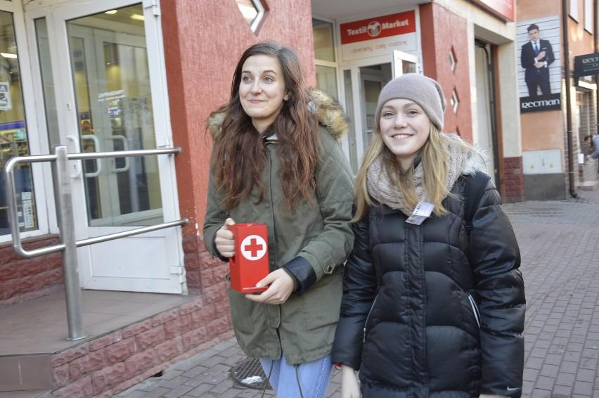 Kwestujące uczennice II LO w Łowiczu